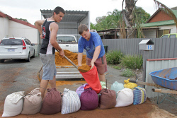 KGM-0029989 © WestPix Rain in Kalgoorlie-Boulder.  Picture: Mary Meagher. Dylan Prince and Jacob Prince 17 making sand bags for their Ardagh Avenue home.