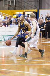 KGM-0030974 © WestPix Basketball, Goldfields Giants vs Joondalup Wolves, Goldfields' Jerrell Sanders and Wolves' Rhys Smyth. (Picture: Louise White) 25th March 2017