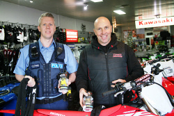 KGM-0034580 © WestPix F/C Constable Milligan and Goldfields Bikeworks owner Darryl Seinor. Picture: Joanna Delalande.