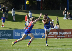 SUN-1402890 © WestPix WAFL. East Perth vs West Perth, HBF Arena. East's Francis Watson handballs ahead of West's Oscar Allen. 5 August 2017. Picture: Stewart Allen.