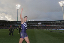 TWA-0052245 © WestPix Matthew Pavlich's last Game, Fremantle Dockers vs Western Bulldogs Matthew Pavlich does a lap of the oval thanking fans Pic: Ben Crabtree The West Australian 28/08/2016
