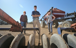 TWA-0067227 © WestPix Des O'Connell, with son-in-law Frank Chia and daughter Kerryn Chia, prepare for seeding on the family farm at Duranillin. The family only received 1mm of rain during April on the property. 28 APRIL 2017 Picture: Danella Bevis The West Australian