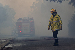 WAN-0000204 © WestPix Atwell fire Picture: Simon Santi/The West Australian 03/02/2014 ######