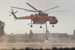 WAN-0000205 © WestPix Atwell fire . Residents watch on as Air-Crane helicopters fly overhead.  Picture: Simon Santi/The West Australian 03/02/2014 ######