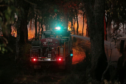 WAN-0000542 © WestPix Bushfire, Banrock Drive Ellenbrook Fire Crews in bushland off Helms Loop, Ellenbrook Pic Ben Crabtree/The West Australian. 12/01/2015 ****