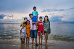 WAN-0001195 © WestPix Tsunami orphans 10 years on: (left to right) Panlan, 9 (her mother was pregnant when the tsunami hit), Tess, 22, Gan, 10, Game, 22, Nook, 8 (her mother survived but later died of injuries sustained during the tsunami), Got, 13, and his sister, Panlan, 9, at Baan Nam Khem beach, north of Khao Lak, in Thailand. PIC BY: STEVE PENNELLS