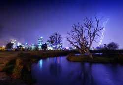 FEA-0007297 © WestPix Lightining strikes over Perth and Mills Pond South Perth.  Picture: Shaun Fearn