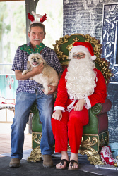KGM-0037390 © WestPix Santa Paws at Rotary Peace Park, Russell Cooper with Oscar. (Picture: Louise White) 10th December 2017