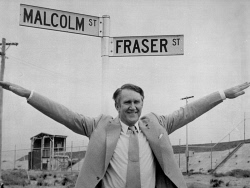 TWA-0018766 © WestPix PRIME MINISTER MALCOLM FRASER STANDING AT THE CORNER OF MALCOLM STREET AND FRASER STREET, BUNBURY. LL2067  1/12/1979