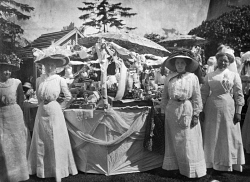 TWA-0022391 © WestPix *** ORIGINAL DATE UNKNOWN *** SILVER CHAIN NURSING ASSOCIATION, WA. THE 1909 FETE WAS HELD IN THE PALACE GARDENS. NN:PP6562