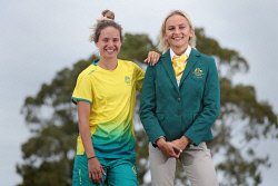 TWA-0084898 © WestPix Hockey player Brooke Peris sports the Diadora tracksuit while Pole vaulter Liz Parnov wears the RM Williams Opening outfit. Commonwealth Games Australia unveils the Gold Coast 2018 Team Australia uniform by RM Williams and Diadora across the country. 2 FEBRUARY 2018 Picture: Danella Bevis The West Australian