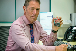 TWA-0085656 © WestPix Dr Joe Kosterich believes E -cigarettes are a valid tool to help smokers quit tobacco.  Picture: Steve Ferrier The West Australian.