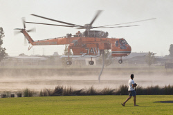 WAN-0000206 © WestPix Atwell fire . Residents watch on as Air-Crane helicopters fly overhead.  Picture: Simon Santi/The West Australian 03/02/2014 ######