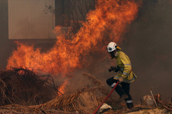 WAN-0000230 © WestPix Fire surrounds the Maes home in Gibbs Road. Pic Michael O'Brien - The West Australian - 3rd February 2014 -