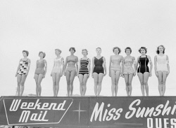 WAN-0005334 © WestPix PICTURE OF CONTESTANTS IN THE HEAT OF MISS SUNSHINE AT SCARBOROUGH BEACH ON STAGE.