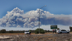 WAN-0020545 © WestPix Waroona bushfire road blocks. 25 km from Waroona the South West highway police patrol the traffic. Picture: Sharon Smith, 7 January 2016. The West Australian