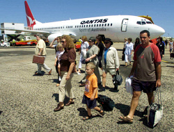 WAN-0030926 © WestPix Passengers arriving at Broome airport on the inaugural Qantas Boeing 737-800. Picture: John Mokrzycki