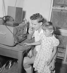WAN-0031686 © WestPix PORTRAIT OF MR JOHN REID, DIRECTOR OF SCHOOL OF THE AIR IN DERBY, DEMONSTRATING RADIO TO PUPIL CHRISTINE VOKE. 28 SEPTEMBER 1960.