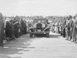 WAN-0031727 © WestPix THE OPENING OF THE NEW CANNING BRIDGE, MAY 1938, WITH THE FIRST CAR PASSING OVER THE BRIDGE.
