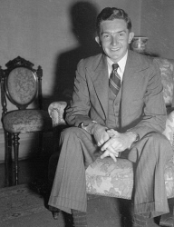 WAN-0031737 © WestPix PORTRAIT OF MR PETER DURACK, RHODES SCHOLAR FOR 1948. 6 DECEMBER 1948.