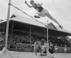 WAN-0031740 © WestPix ACTION SHOT OF HIGH JUMPER JOHN WINTER. 11 JANUARY 1947.