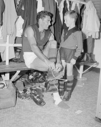 WAN-0031745 © WestPix FOOTBALLER TED KILMURRAY WITH YOUNG ROBERT WILSON OF YOKINE. 2 MAY 1961.