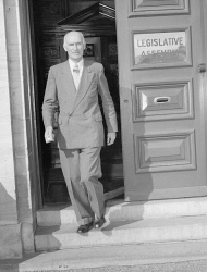 WAN-0031746 © WestPix PICTURE OF MR ALBERT HAWKE, PREMIER OF WESTERN AUSTRALIA, LEAVING LEGISLATIVE ASSEMBLY BUILDING. 28 JULY 1953.