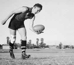 WAN-0031872 © WestPix ACTION PORTRAIT OF EAST PERTH FOOTBALLER, FRANK ALLEN.