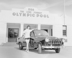 WAN-0033308 © WestPix PORTRAIT OF PATRICIA ERBE STANDING ALONGSIDE MOTOR CAR OUTSIDE THE LORD FORREST OLYMPIC SWIMMING POOL IN KALGOORLIE